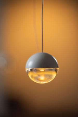 LIEHT ERLKÖNIG LED single pendant luminaire coated white with glass lens
